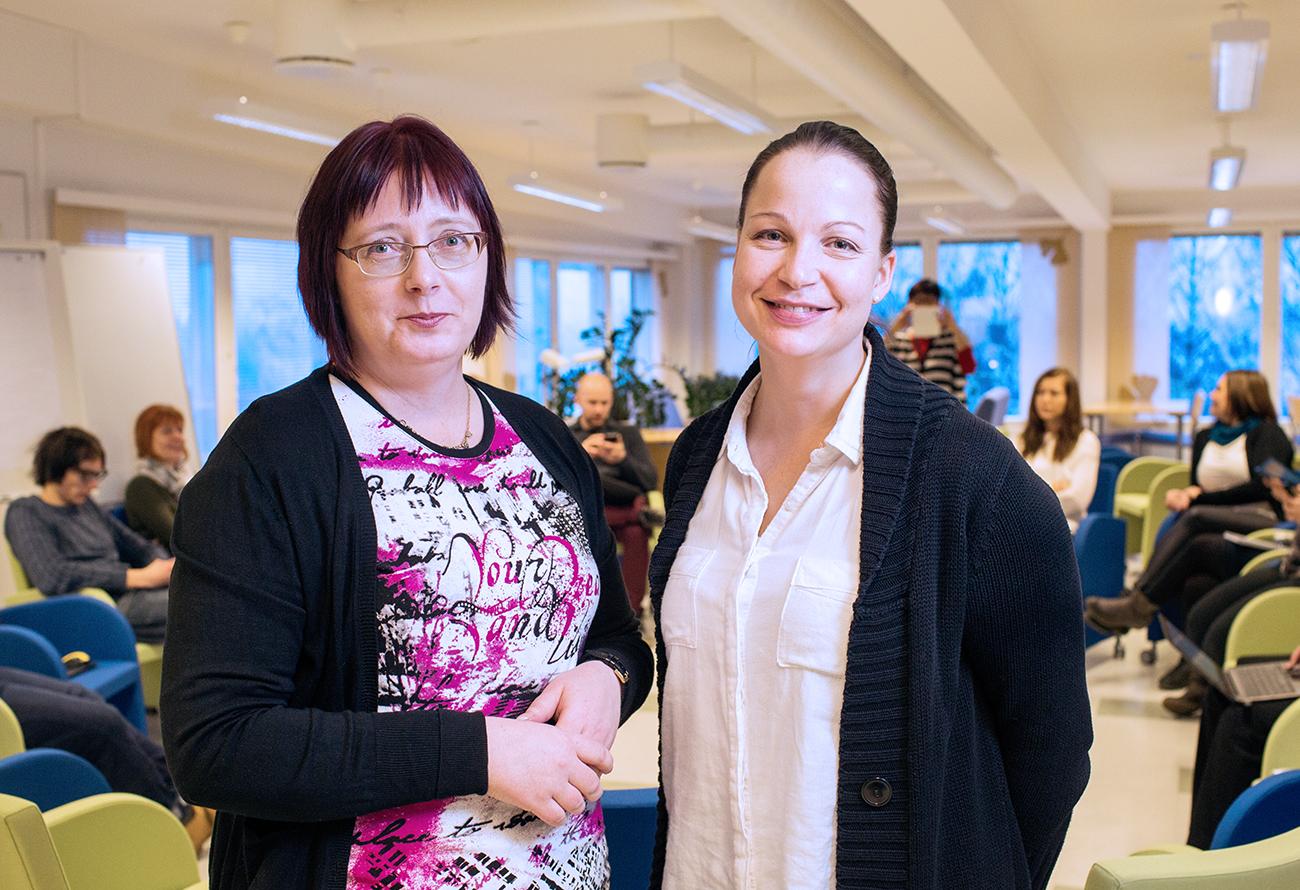 Tradenomiopiskelijat marjatta Kouvo (vas.) ja Saara lehdonmäki ovat erittäin tyytyväisiä opintoihin.